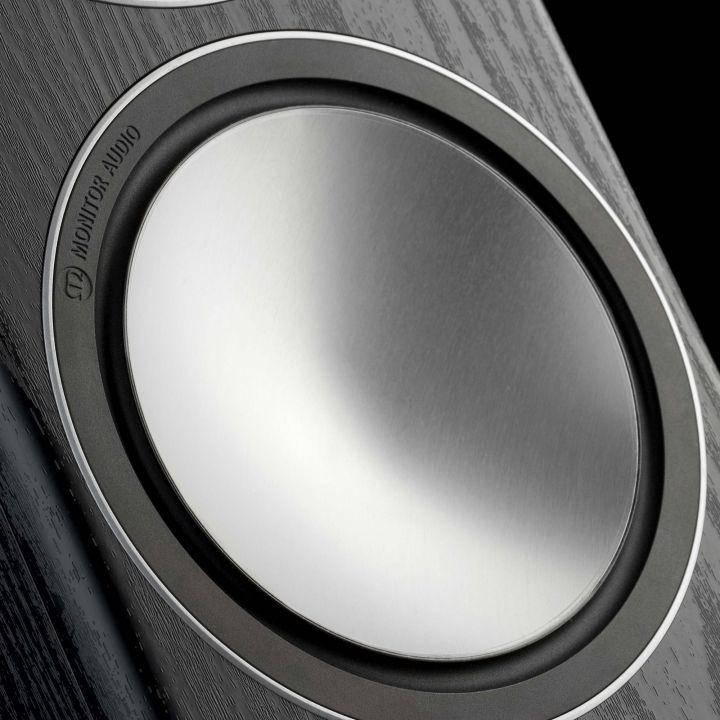 La membrane C-CAM d'un haut-parleur de grave-médium Monitor Audio
