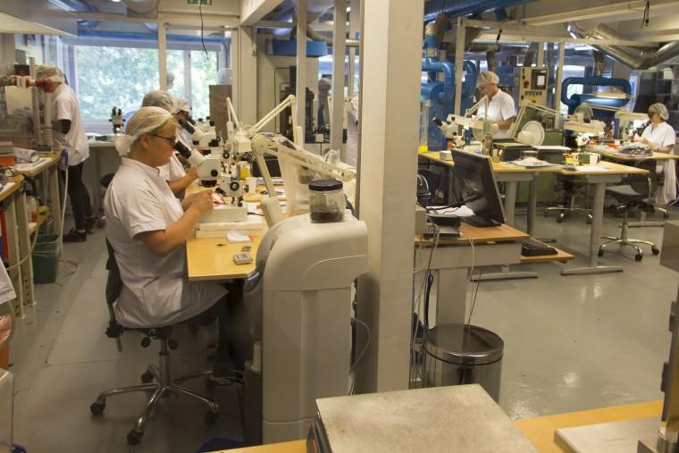 Fabrication des microsuspensions pour les cellules dans l'usine Ortofon