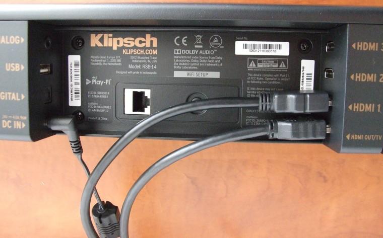 Notez que les prises HDMI sont au standard 2.0 et compatibles HDCP2.2. Elles prennent donc en charge les flux vidéo UHD 4K, qu'elles transmettent sans traitement (Passthrough) depuis la source vers le téléviseur.
