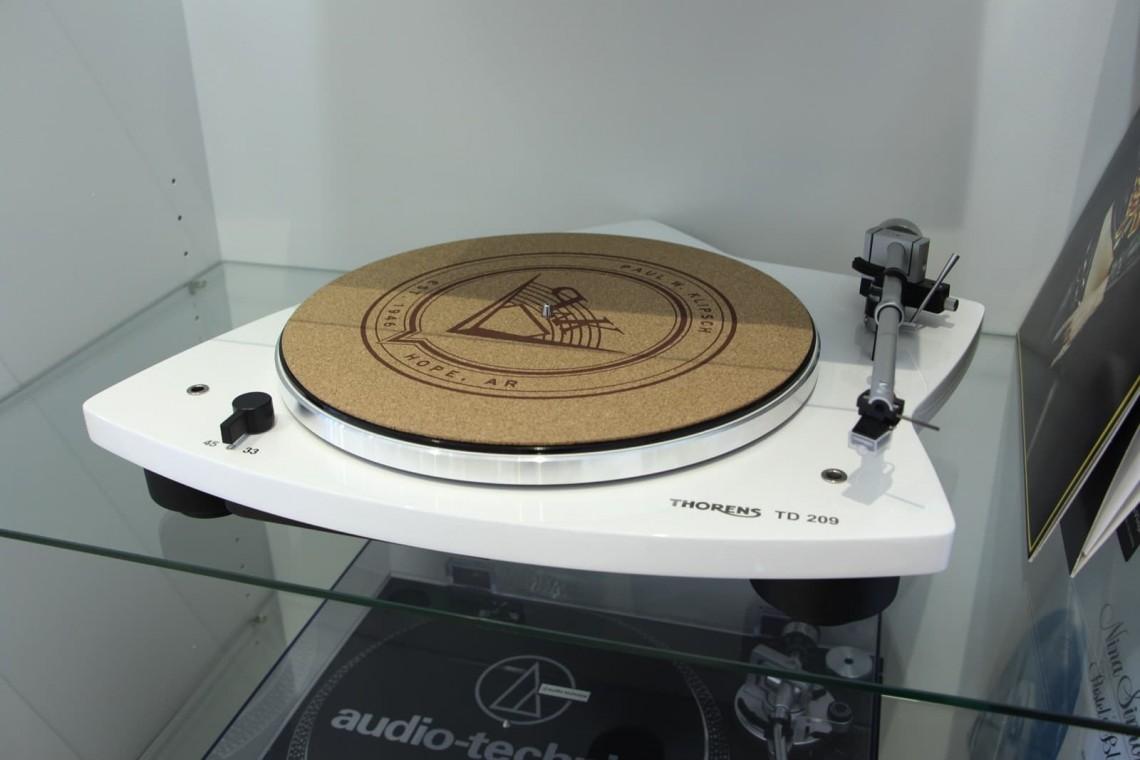 Son-Vidéo.com Lyon Platine vinyle Thorens TD209